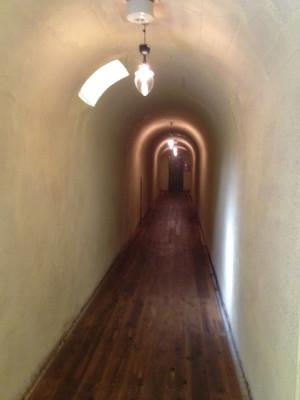 積善館のトンネル